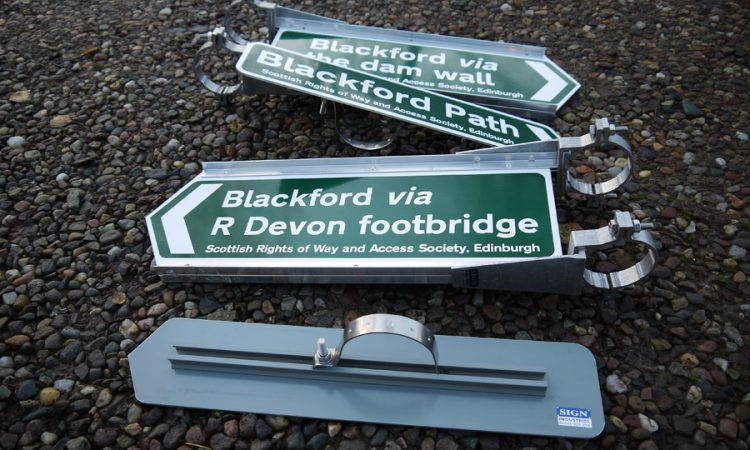 Footpath Signs in Aluminium with 2 types of mountings